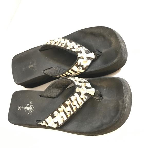 5d8f3e621 corkys Shoes - Corkys cross Rhinestone flip flops Sz 9